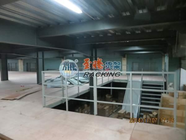 楼板为木板的阁楼钢平台
